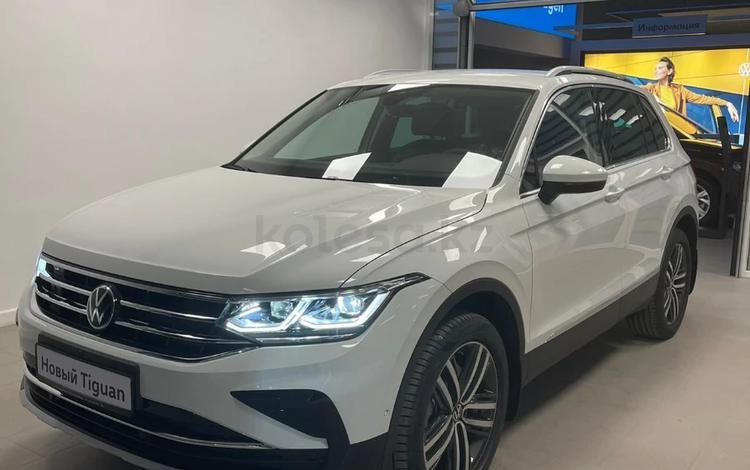 Volkswagen Tiguan Exclusive 2.0 2021 года за 15 800 000 тг. в Атырау