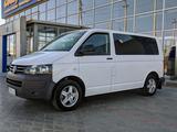 Volkswagen Caravelle 2013 года за 7 500 000 тг. в Атырау