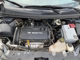 Chevrolet Aveo 2013 года за 2 100 000 тг. в Атырау – фото 4
