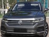 Volkswagen Touareg 2018 года за 27 500 000 тг. в Костанай – фото 2