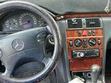 Mercedes-Benz E 220 1999 года за 1 700 000 тг. в Караганда