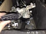 Ручка багажника механическая lexus LX 570 за 111 тг. в Алматы
