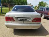 Mercedes-Benz E 200 1998 года за 2 500 000 тг. в Усть-Каменогорск – фото 3