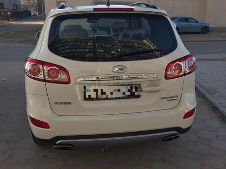 Hyundai Santa Fe 2011 года за 6 300 000 тг. в Актау – фото 2