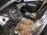Chevrolet Cruze 2014 года за 3 650 000 тг. в Уральск – фото 2