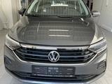 Volkswagen Polo 2021 года за 10 740 000 тг. в Алматы – фото 4