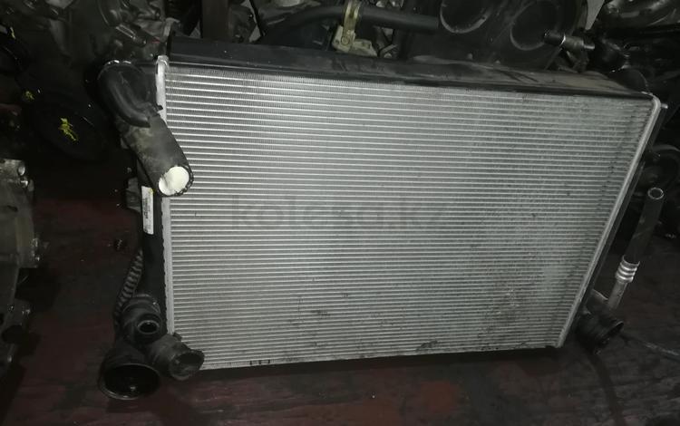 Пассат б6 радиатор за 100 тг. в Алматы