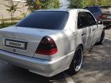 Mercedes-Benz C 320 1998 года за 2 650 000 тг. в Алматы – фото 2