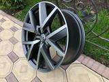 Оригинальные диски R20 на VW Touareg III (Туарег) за 600 000 тг. в Алматы – фото 4