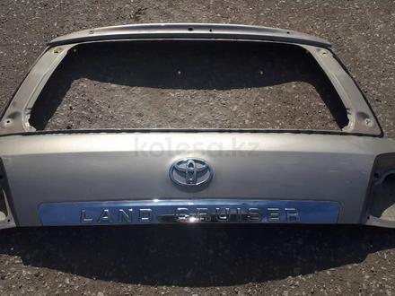 Крышку багажника верхнюю на Toyota LAND Cruiser 200 до 2015года за 35 000 тг. в Актобе