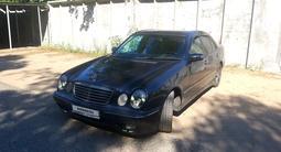 Mercedes-Benz E 320 2000 года за 2 700 000 тг. в Павлодар – фото 2