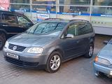 Volkswagen Touran 2005 года за 2 500 000 тг. в Шымкент
