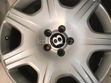 Резина с дисками на Bentley за 160 000 тг. в Алматы – фото 2