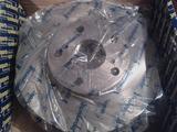 Оригинальные передние тормозные диски на Тойоту Камри 25. Новые.250 за 25 000 тг. в Нур-Султан (Астана)