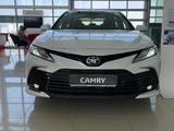 Toyota Camry 2021 года за 17 670 000 тг. в Актобе – фото 3
