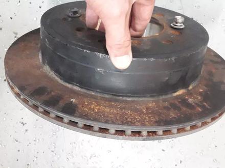 Тормозные диски 4runner 215 (фораннер) за 8 000 тг. в Алматы – фото 3