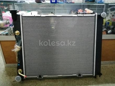 Радиатор охлаждения основой радиатор на Jeep Grand Cherokee за 45 000 тг. в Алматы