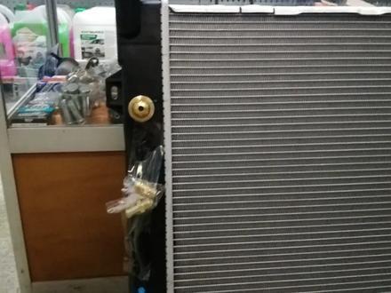 Радиатор охлаждения основой радиатор на Jeep Grand Cherokee за 45 000 тг. в Алматы – фото 2