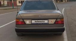 Mercedes-Benz E 220 1993 года за 2 400 000 тг. в Кызылорда – фото 2
