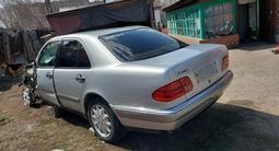 Mercedes-Benz E 240 1998 года за 1 600 000 тг. в Темиртау – фото 2