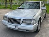 Mercedes-Benz C 220 1996 года за 2 300 000 тг. в Алматы