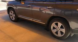 Toyota Highlander 2013 года за 14 250 000 тг. в Атырау