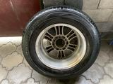 Один оригинальный диск с резиной на Прадо 120 за 35 000 тг. в Алматы – фото 3