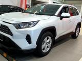 Toyota RAV 4 2020 года за 13 650 000 тг. в Актобе – фото 2