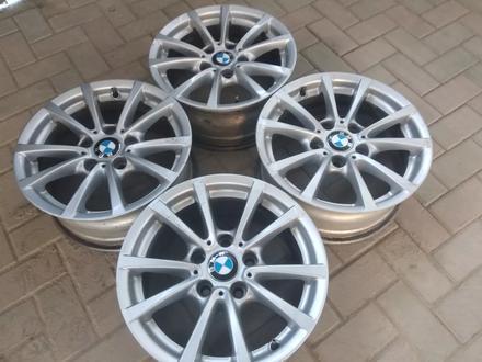 R16 5x120 J 7 ET31 BMW f30 2015 года родные диски оригинальные за 110 000 тг. в Алматы – фото 3