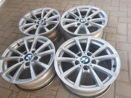 R16 5x120 J 7 ET31 BMW f30 2015 года родные диски оригинальные за 110 000 тг. в Алматы – фото 5