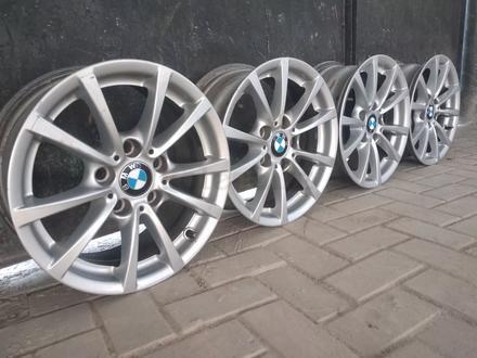 R16 5x120 J 7 ET31 BMW f30 2015 года родные диски оригинальные за 110 000 тг. в Алматы – фото 4