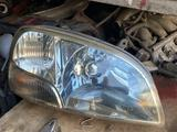 Передние правый фарь Suzuki Swift (1995-2003) за 20 000 тг. в Алматы – фото 2