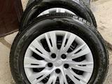 Зимние шины с дисками и колпаками на Тойота Камри за 130 000 тг. в Алматы