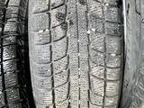 Зимние шины с дисками и колпаками на Тойота Камри за 130 000 тг. в Алматы – фото 5