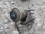 Гидроусилитель руля гур тойота королла е90 за 14 000 тг. в Актобе