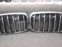 Решетки радиатора (ноздри) x6 f16 за 70 000 тг. в Алматы