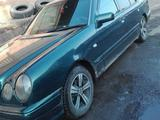 Mercedes-Benz E 200 1995 года за 2 200 000 тг. в Усть-Каменогорск – фото 4