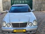 Mercedes-Benz E 320 2001 года за 3 400 000 тг. в Жанаозен – фото 2