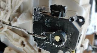 Сервопривод моторчик заслонок печки Витара ХЛ7 Трекер Vitara XL7 Tracker за 7 000 тг. в Алматы