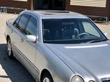 Mercedes-Benz E 240 1999 года за 2 150 000 тг. в Караганда – фото 3