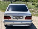Mercedes-Benz E 240 1999 года за 2 150 000 тг. в Караганда – фото 4