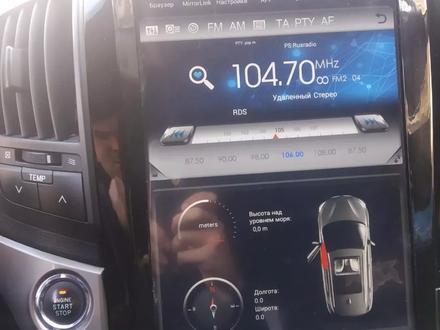 Тесла дисплей на ленд крузер 200 за 170 000 тг. в Алматы – фото 3