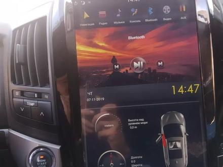 Тесла дисплей на ленд крузер 200 за 170 000 тг. в Алматы – фото 4