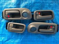 Ручка двери внутренняя на Тойота Гая SXM10 (Гая) за 4 000 тг. в Алматы