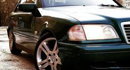 Mercedes-Benz C 200 1998 года за 3 150 000 тг. в Караганда – фото 2