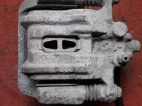 Суппорт тормозной задний правый на Honda CRV v2.4 KA24 (2002-2006… за 15 000 тг. в Караганда