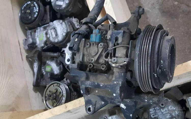 Компрессор кондиционера субару легаси в12 98-04гг за 16 000 тг. в Актобе