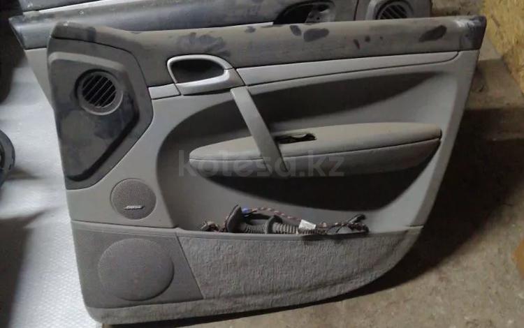 Обшивка передней правой двери на Porsche Cayenne 955 957 за 15 000 тг. в Алматы