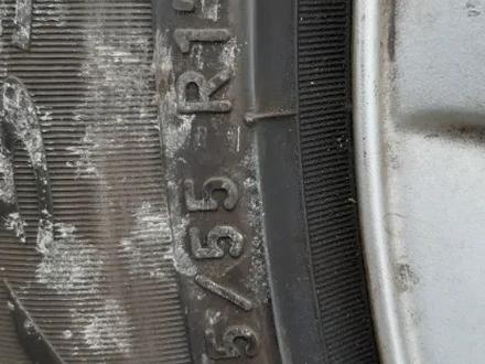 Диски с резиной BMW е60 215/55/r17 за 180 000 тг. в Петропавловск – фото 2