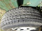 Диск с резиной на запаску Nissan Pathfinder за 25 000 тг. в Алматы – фото 2